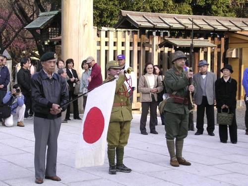 En 2005, des nationalistes japonais à Yasukuni