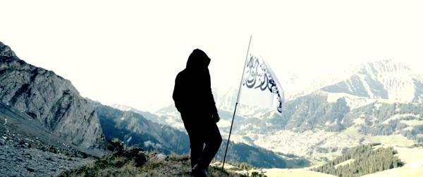 La bannière islamique dans la montagne (video du CCIS)
