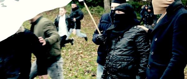 Une foule rejoint la bannière de l'islam (video du CCIS)