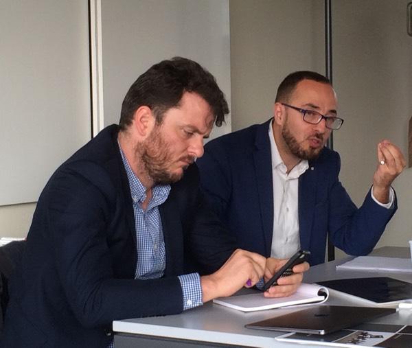 David Thomson et Samir Amghar durant un atelier sur le rapport entre islam et jihad à l'Université de Fribourg le 30 spetembre 2015.