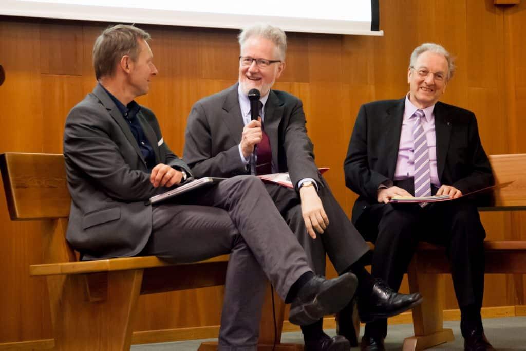 Durant le débat après les conférences (© 2016 AIDLR / Église adventiste).